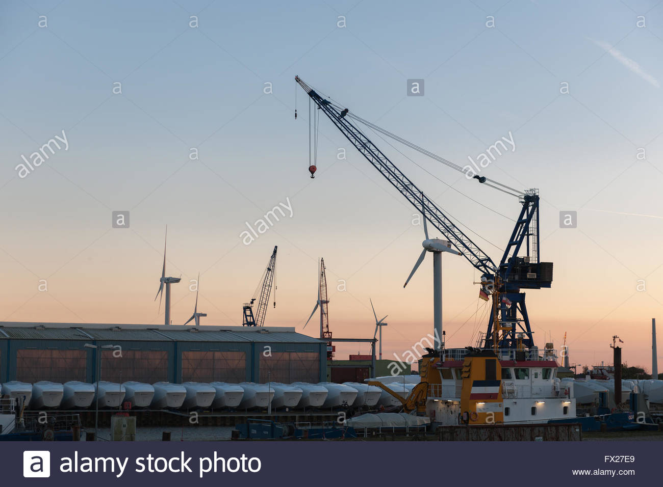 Produzione di impianti a energia eolica, Husum, Nordfriesland, Schleswig-Holstein, Germania Immagini Stock
