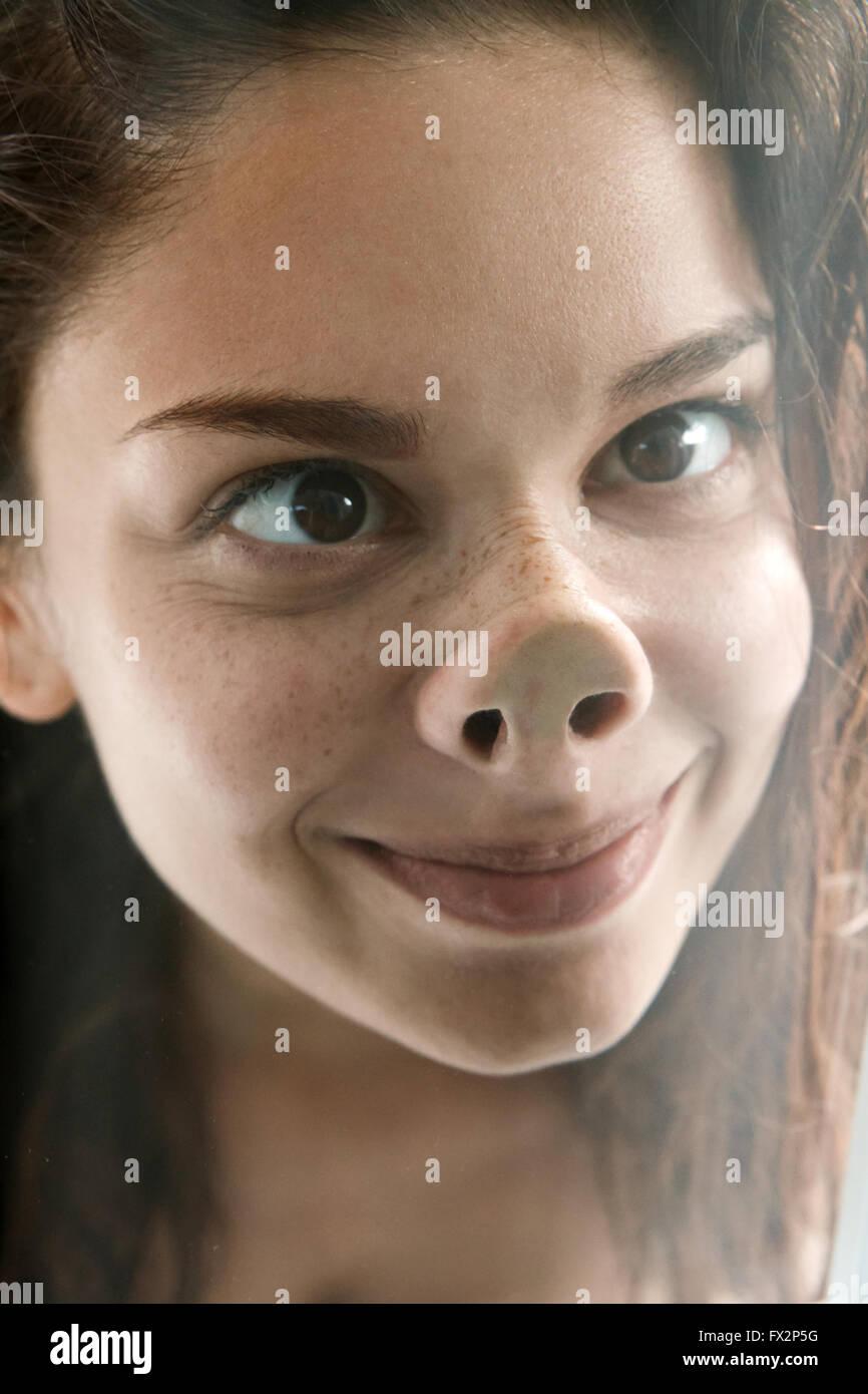 Divertente faccia di giocoso giovane donna Immagini Stock