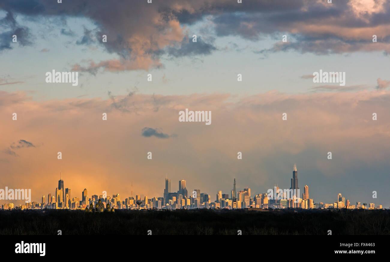 Chicago - Chicago skyline, fotografato dal Rosemont, Illinois, vicino all'Aeroporto O'Hare. Immagini Stock