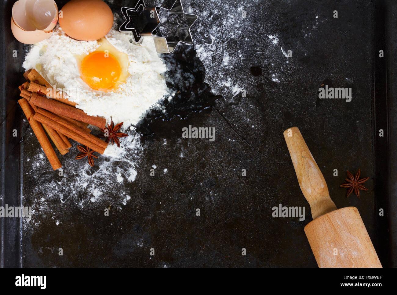 La cottura Ingredienti su nero Immagini Stock