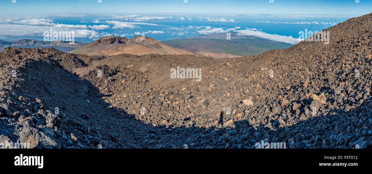 Parco Nazionale del Teide è dominata dal Monte Teide, un vulcano che sorge a 3718 metri sopra il livello del Immagini Stock