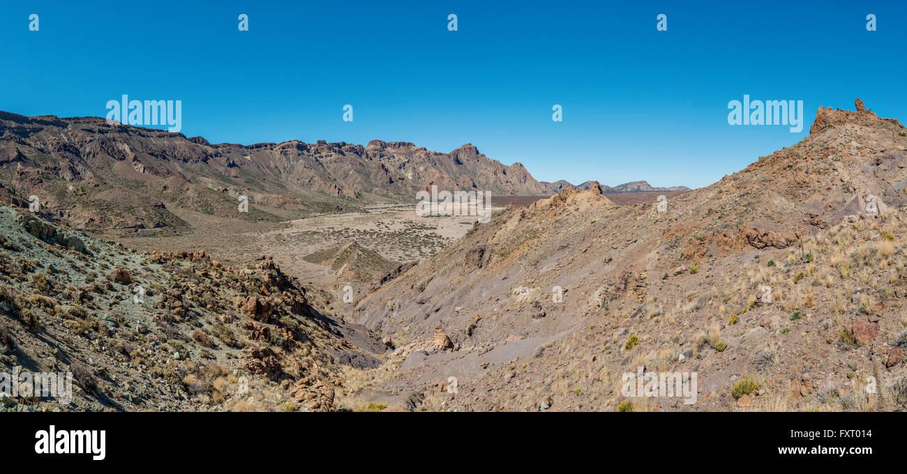 Paesaggio intorno al vulcano Teide: pietrificato di flussi di lava e taglienti rocce vulcaniche assomiglia alla Immagini Stock