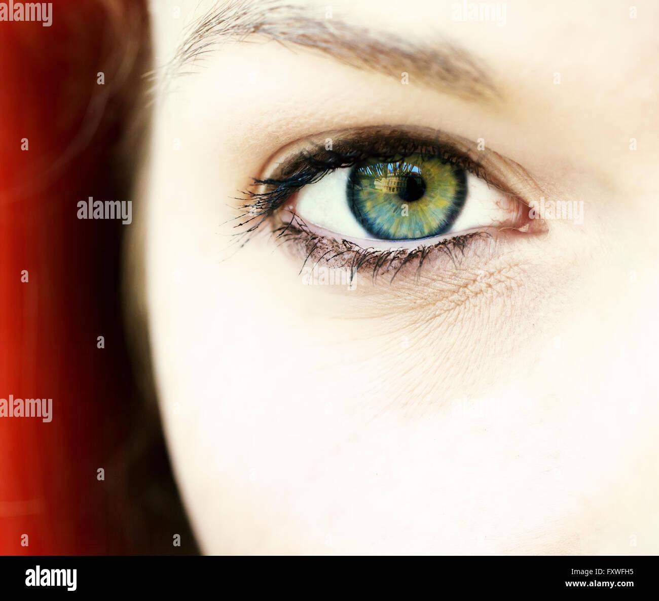 Occhio di una giovane donna Immagini Stock