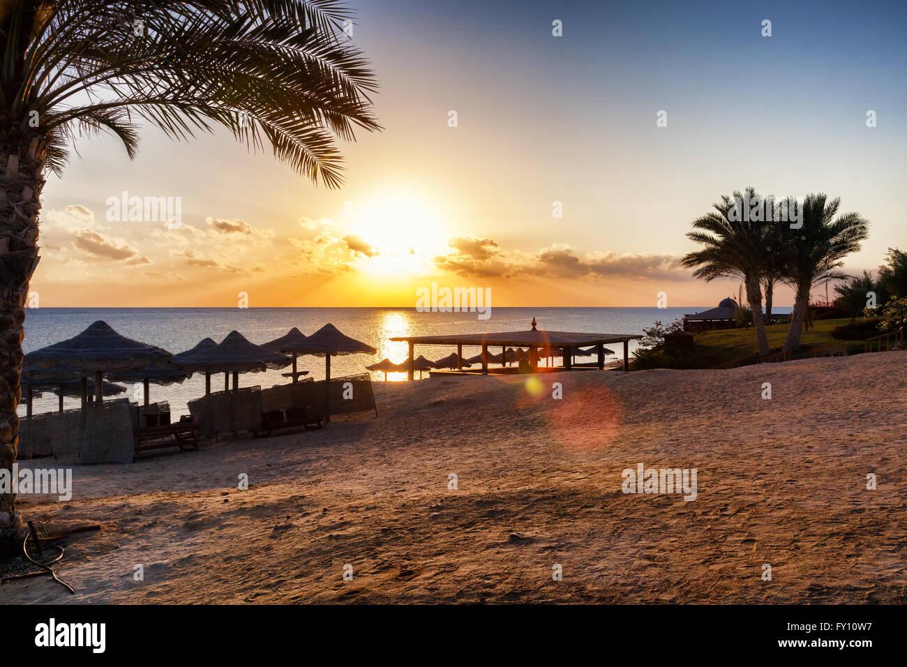 Splendido tramonto sulla spiaggia Immagini Stock