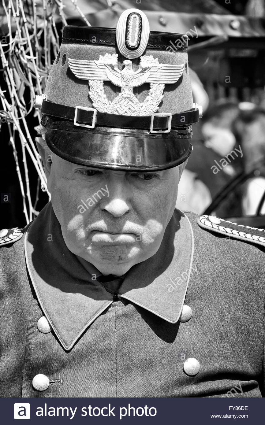 Ri-enactor vestito come Polizia Tedesca Officer dal Terzo Reich periodo Foto Stock