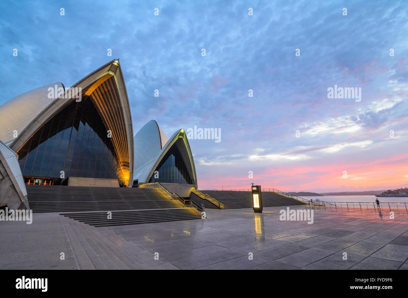 Alba alla Sydney Opera House Immagini Stock