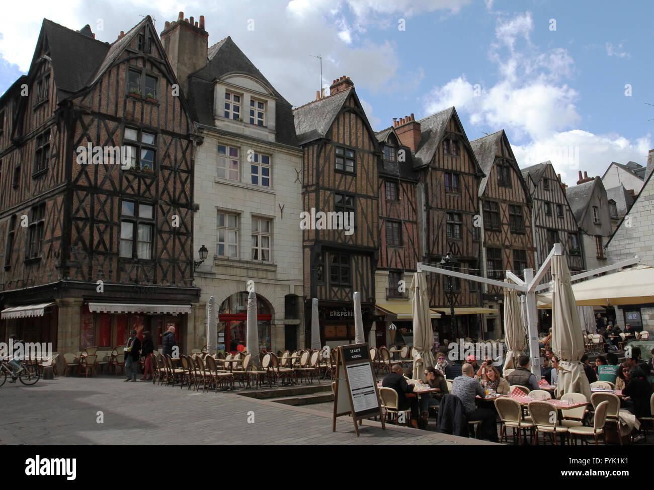 Sedie Francesi Usate : I tavoli e le sedie in piazza plumereau old town tours francia