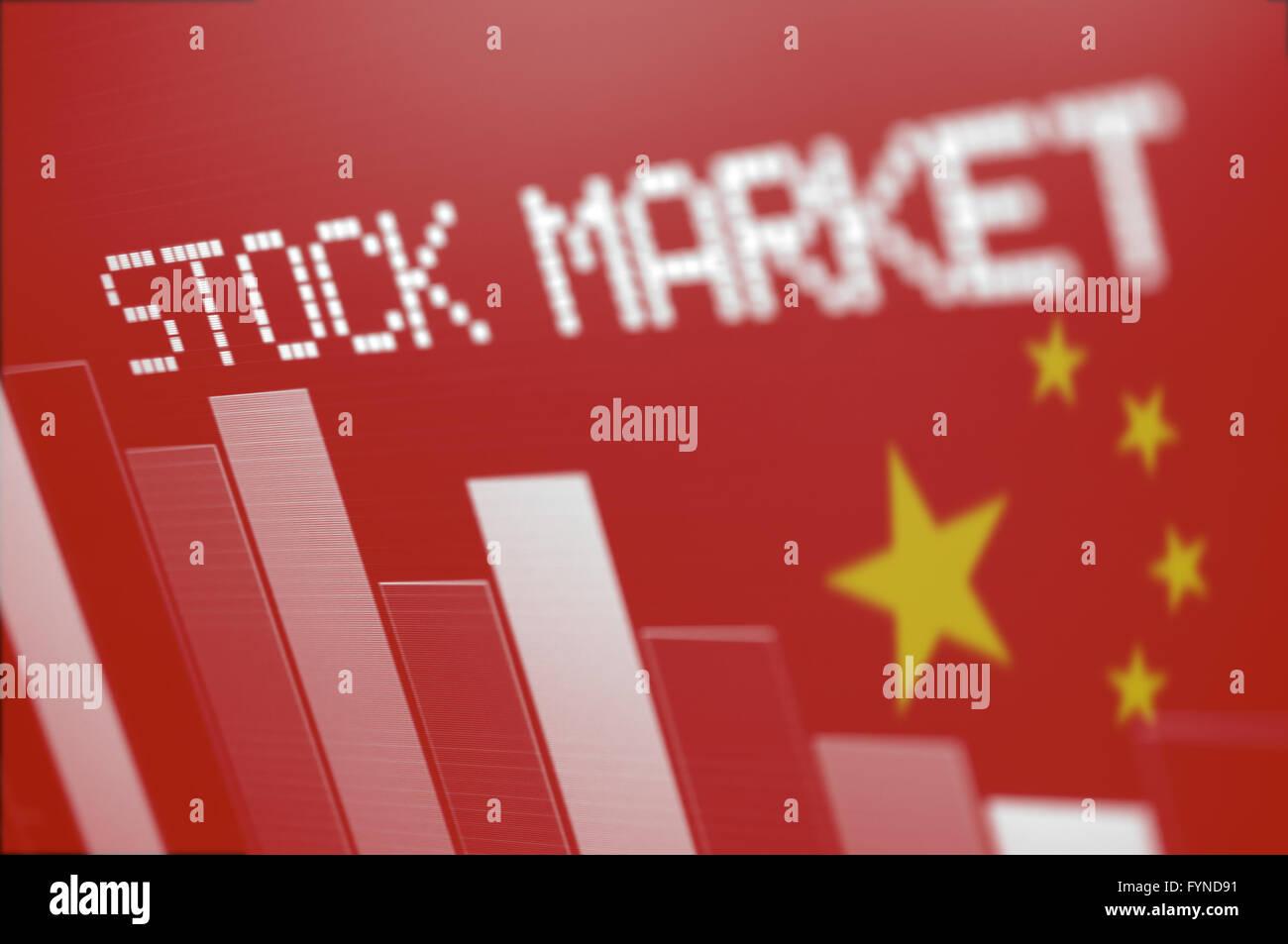 Chinese Stock Market - grafico a colonna andando giù sul rosso Bandiera cinese Immagini Stock