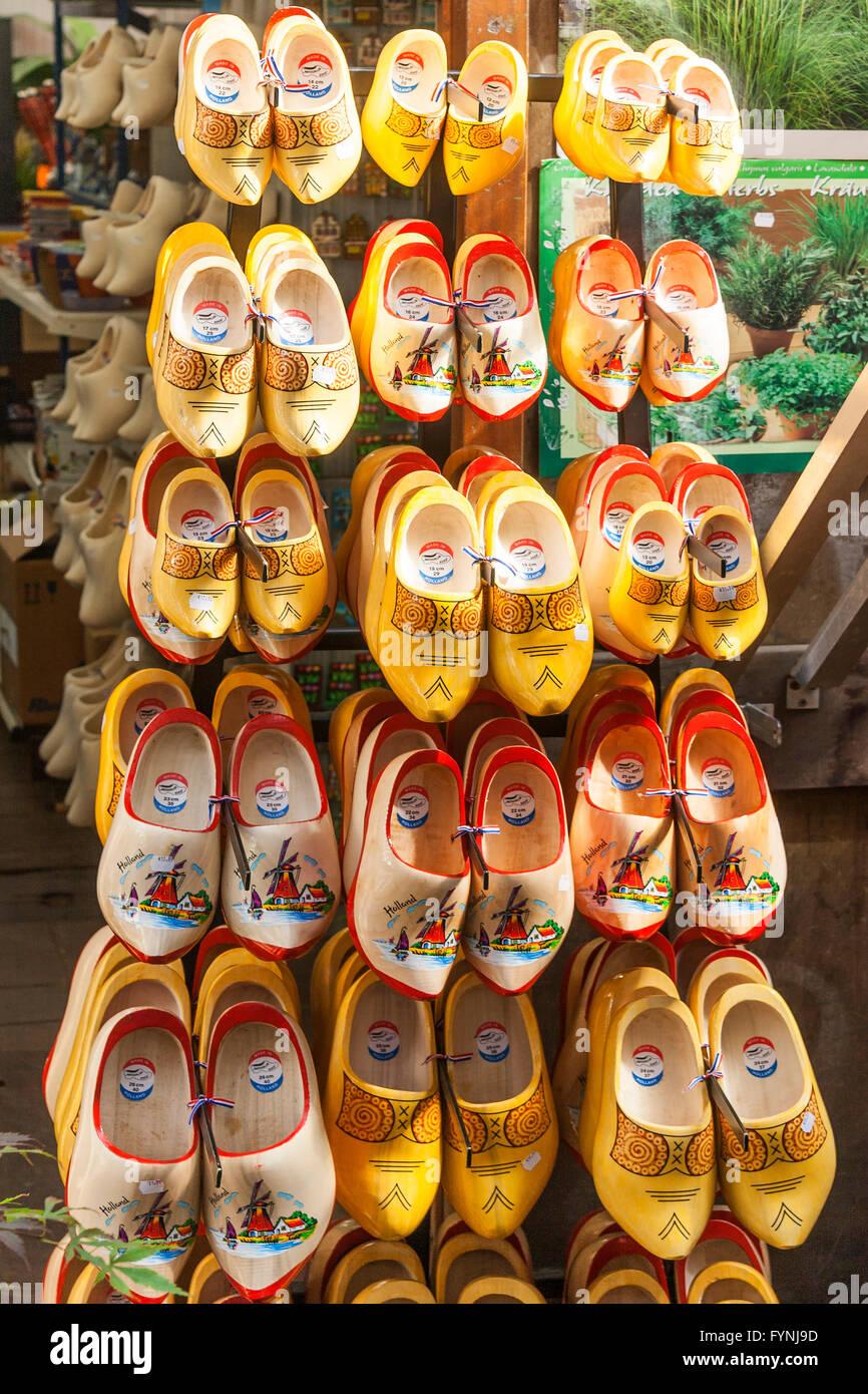 Tradizionali scarpe di legno, zoccoli, mercato dei fiori di Amsterdam Amsterdam Paesi Bassi Immagini Stock