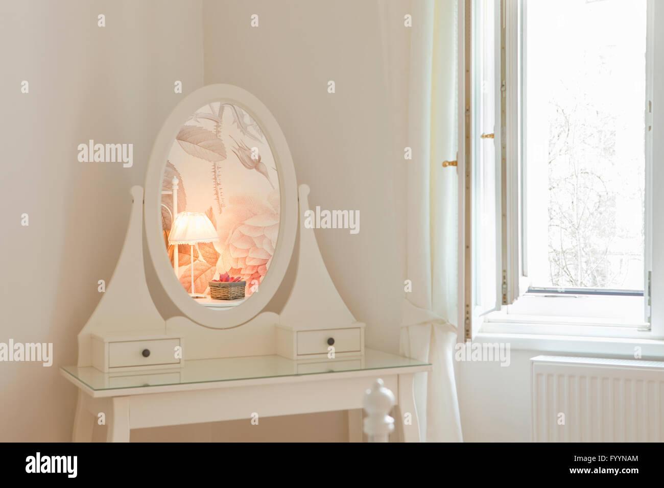 Apartment Interior - Arredamento specchio di dettaglio. Immagini Stock