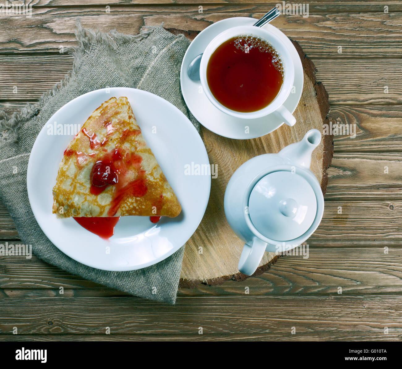 La tradizionale colazione russa crepes fatte in casa con for La casa toscana tradizionale