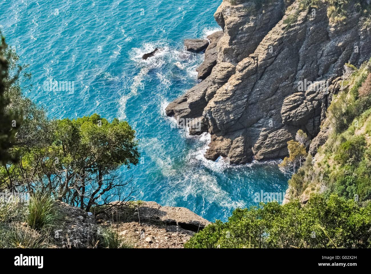 Scogliere con il promontorio di Portofino visto dal di sopra Immagini Stock