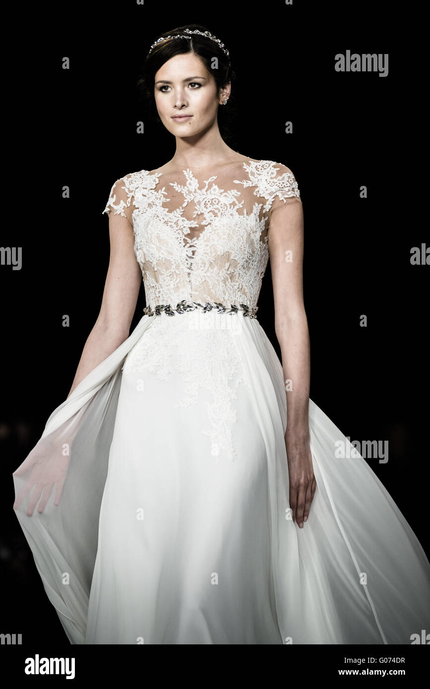 91beda025a48 Pronovias Immagini   Pronovias Fotos Stock - Alamy