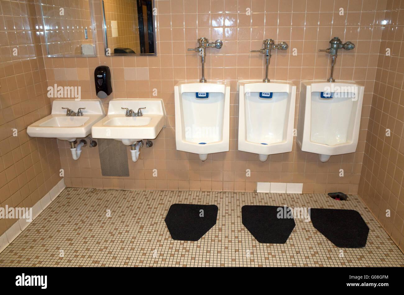Equilibrato il Feng Shui uomini movie theater stanza da bagno. St Paul Minnesota MN USA Immagini Stock