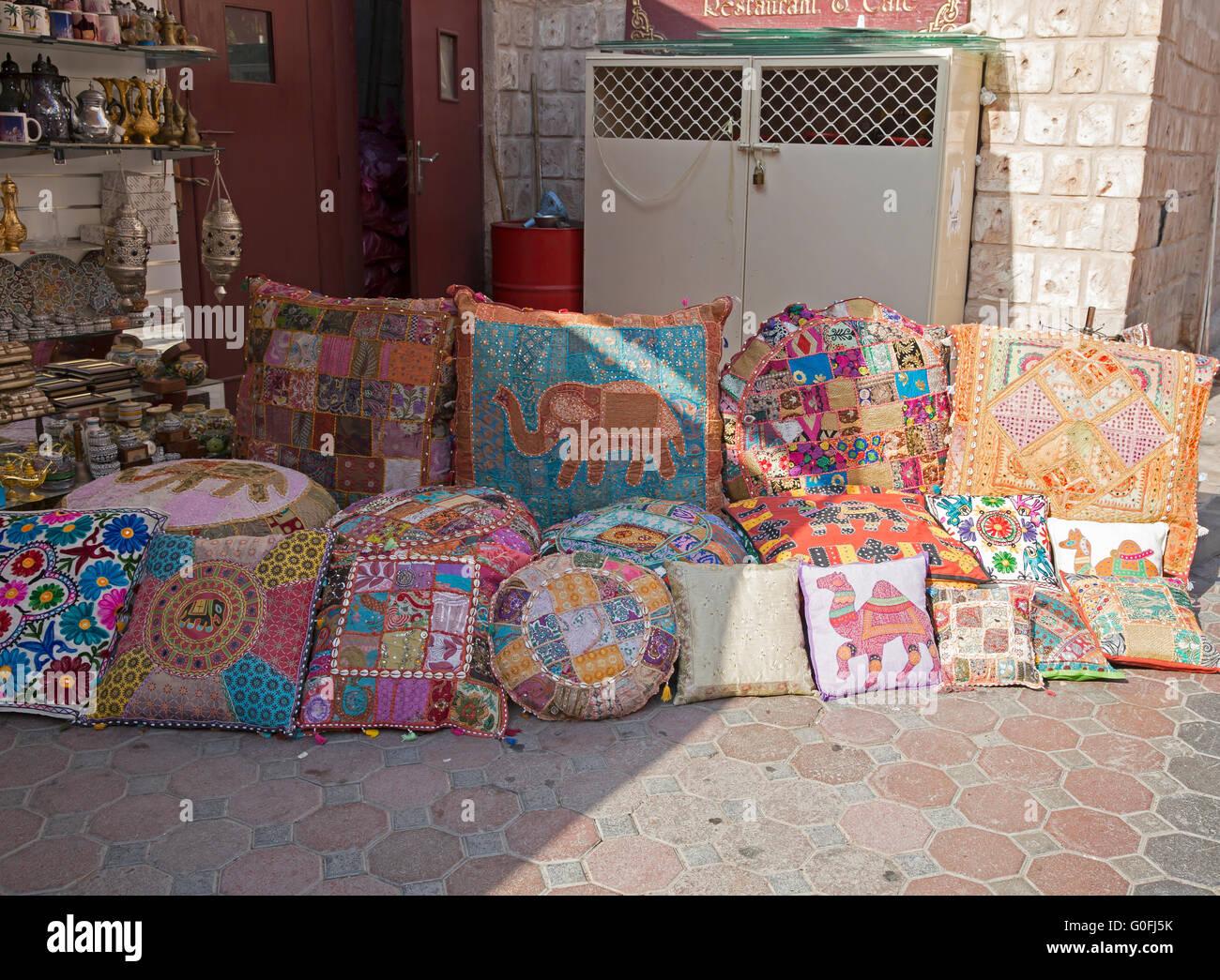 Cuscini Arabi.Cuscini Colorati Per La Vendita In Un Mercato In Dubai Emirati