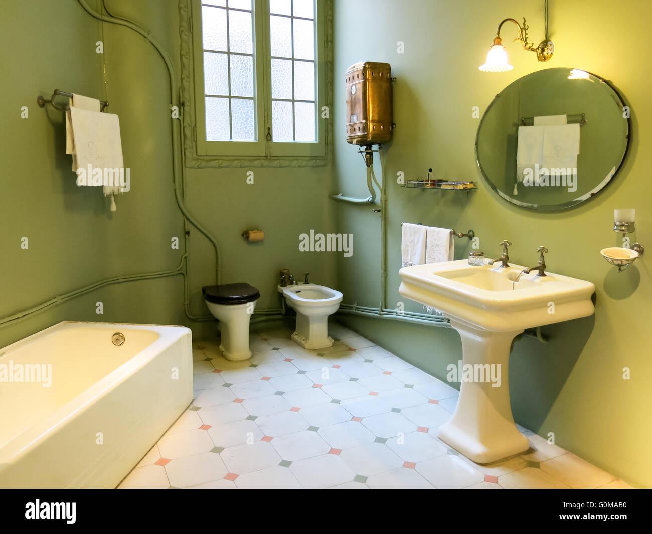 Bagno Di Casa Foto : Bagno di casa mila e casa di gaudi a barcellona spagna foto