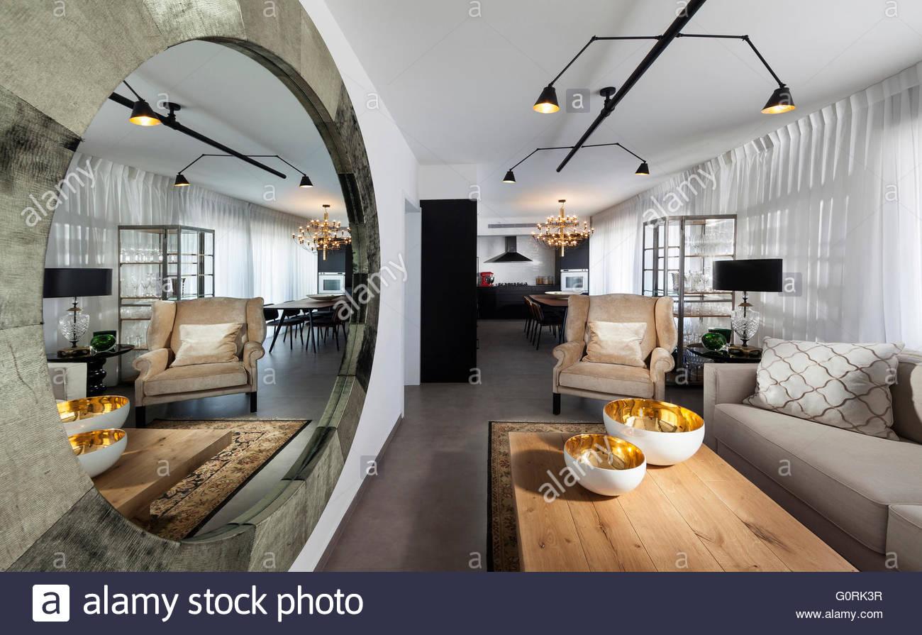 Illuminazione Soggiorno Pranzo : Moderno appartamento tel aviv soggiorno a pianta aperta con zona