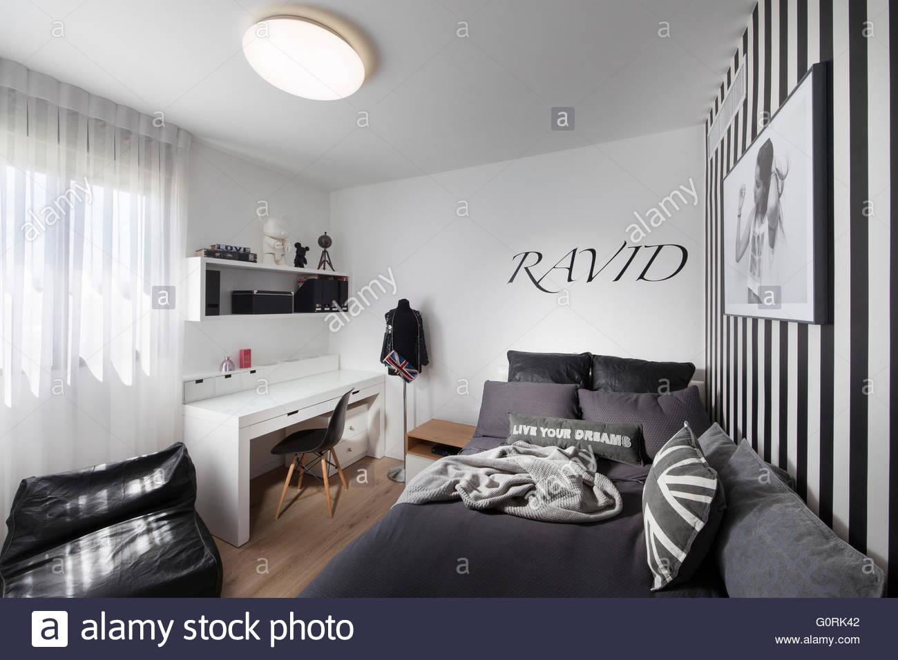 Decorazioni Camere Da Letto Moderne : Moderno appartamento tel aviv camera da letto con mobili moderni