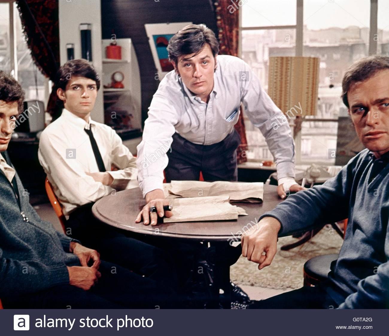 Marc Porel e Alain Delon / il Clan Siciliano / 1969 diretto da Henri Verneuil (Les Productions Fox Europa / Les Immagini Stock