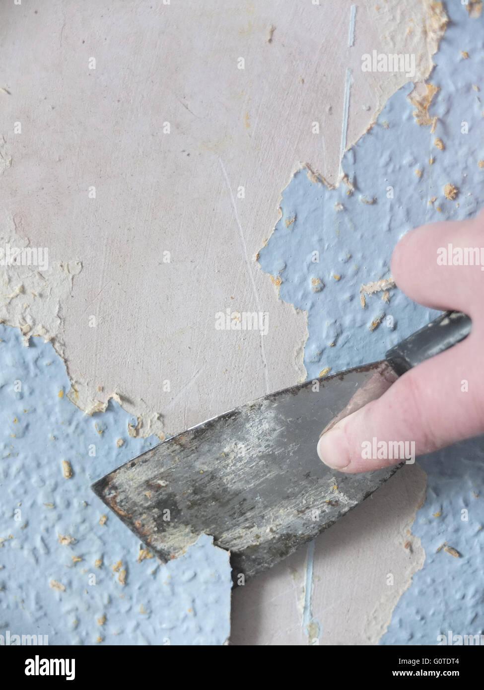 Carta Da Parati Su Muro Ruvido.La Raschiatura Applicazione Su Carta Da Parati Ruvida Su Un Muro