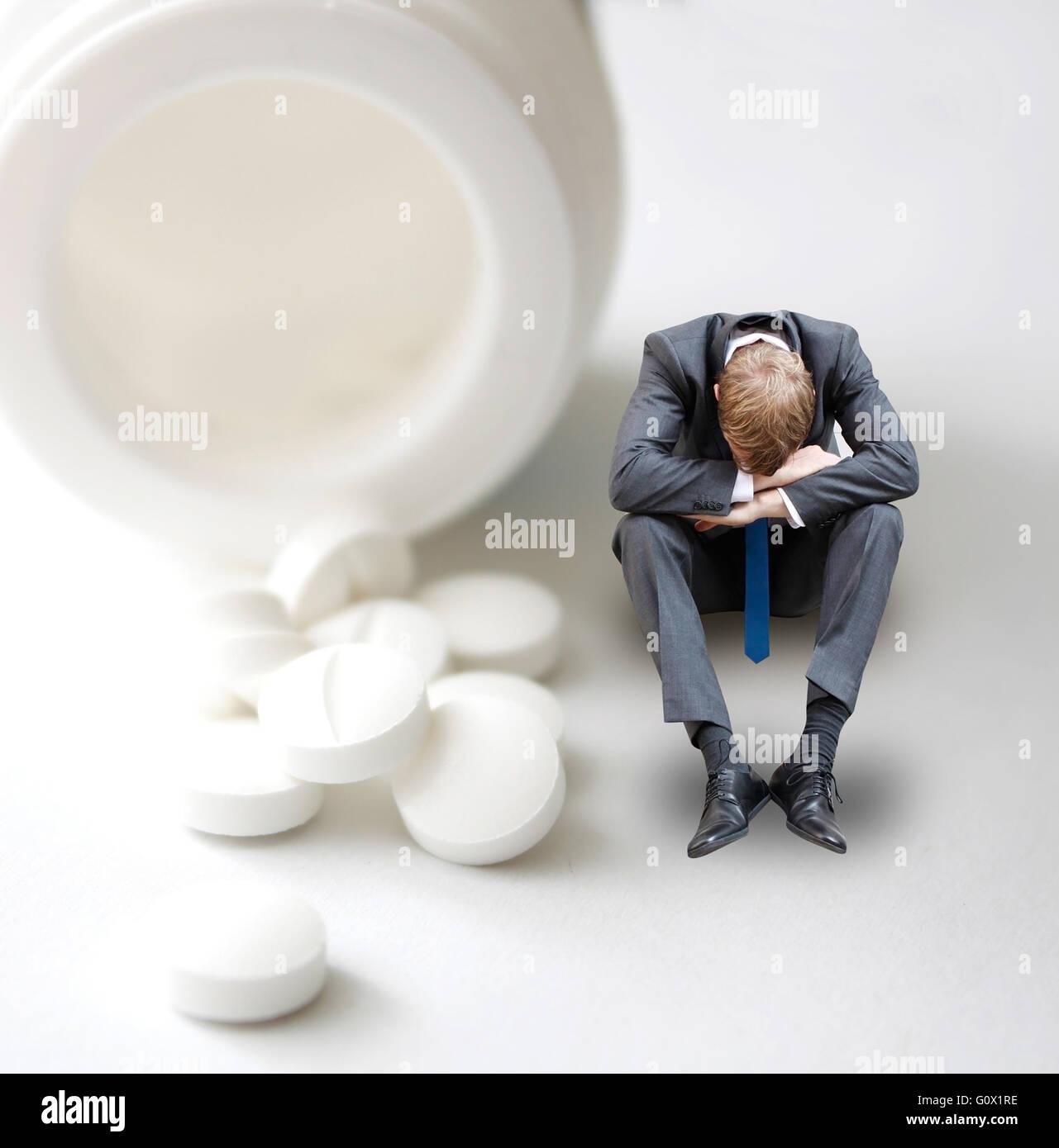 Pillola dipendenza con uomo Immagini Stock