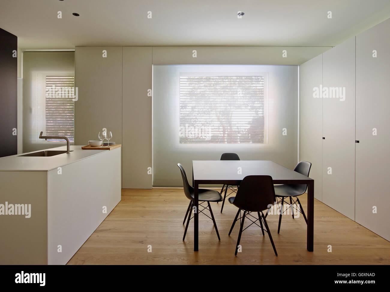 Bianco, aprire pianificato, la cucina e la zona pranzo con ...