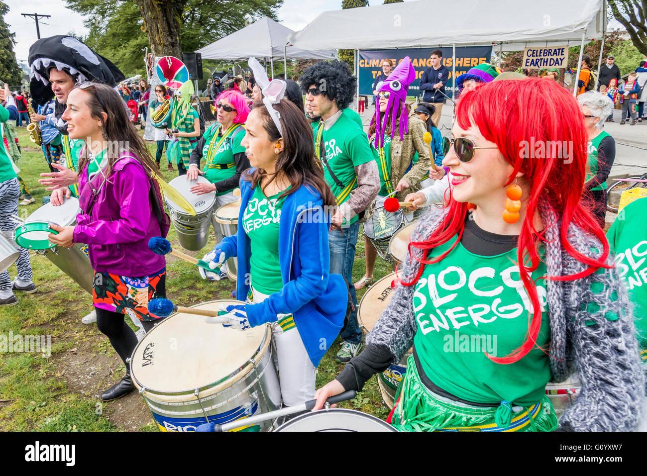 Gruppo tamburo Bloco Energia eseguire presso la Giornata della Terra Rally, Vancouver, British Columbia, Canada Immagini Stock