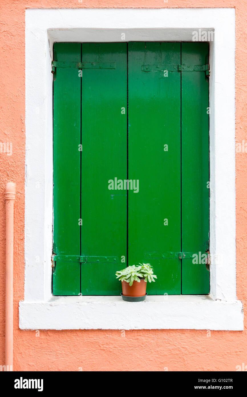 Bunte Hausfassaden auf Burano. Burano, ist eine der isole in der Lagune von Venedig,, Italien Immagini Stock