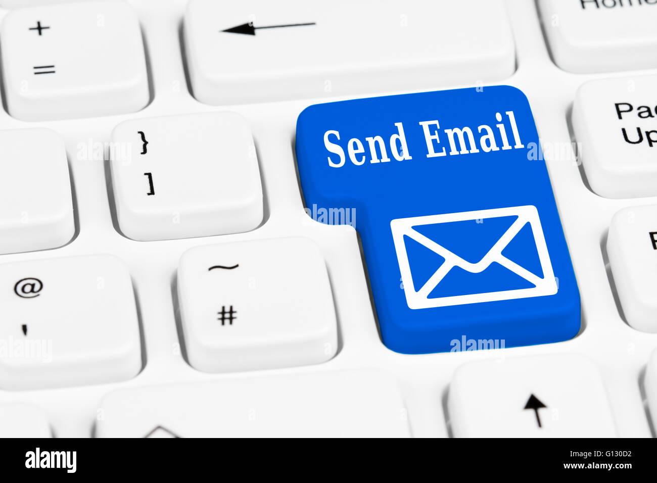 E-mail invio tasto sulla tastiera di un computer. Immagini Stock