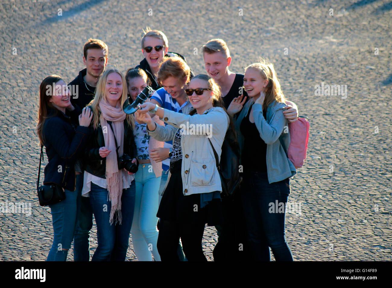Jugendliche machen ein 'Selfie', Berlino. Immagini Stock