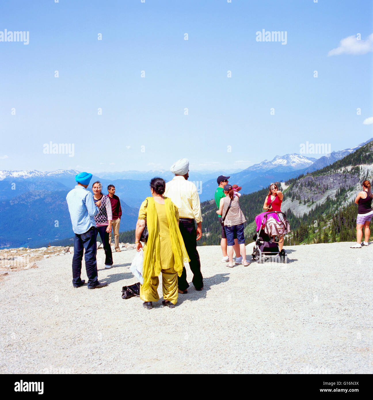 East Indian / South Asian i turisti in visita a Lookout a Whistler, BC, British Columbia, Canada, estate Immagini Stock
