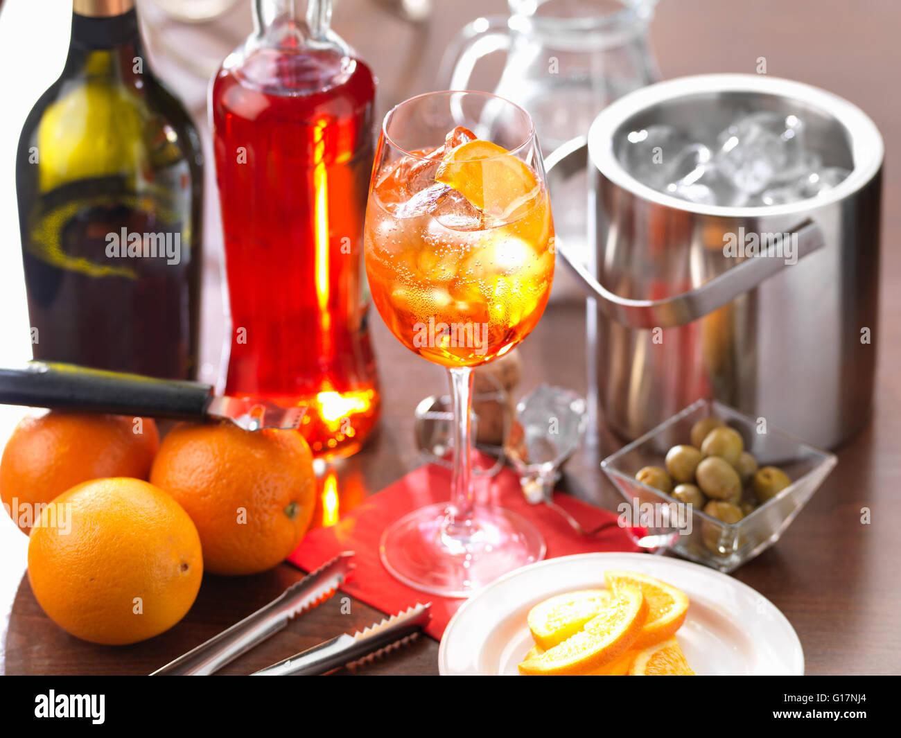 Italiano tradizionale di bere Aperol Spritz Immagini Stock