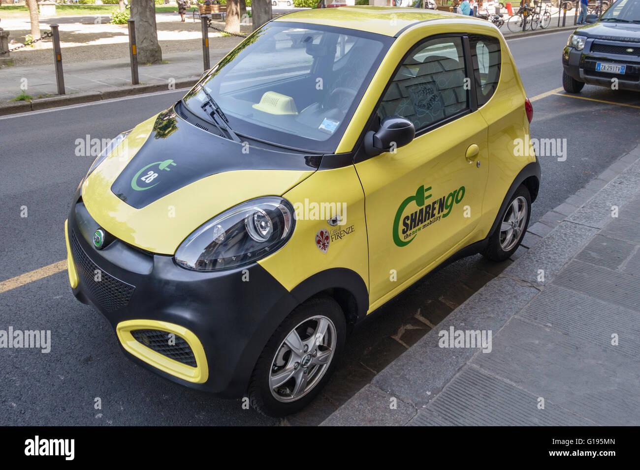 """Firenze, Italia. Un Equomobile auto elettriche per uso da condividere""""i membri delle ONG. Un car sharing scheme Immagini Stock"""