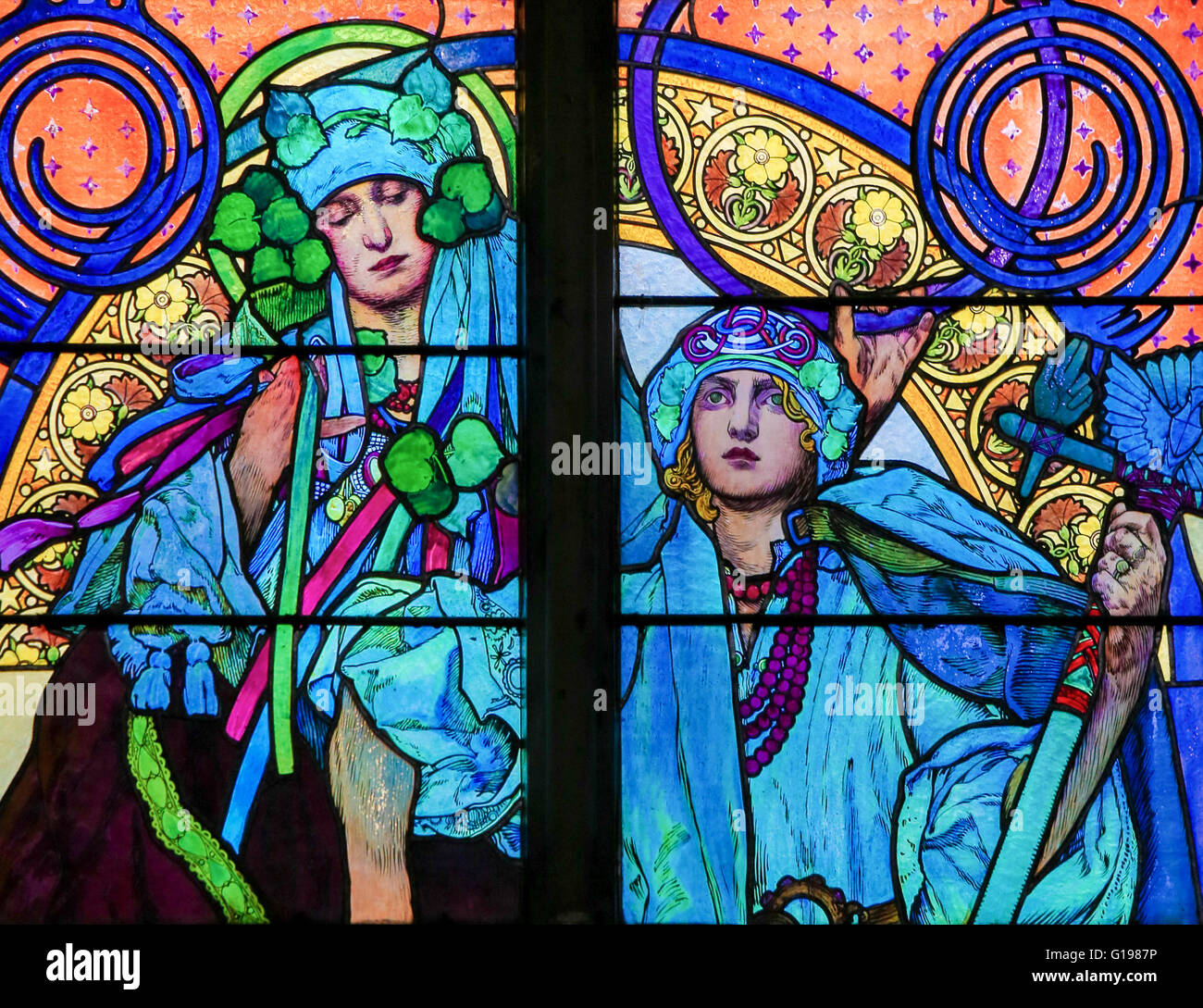 Finestra di Vetro colorato nella cattedrale di San Vito, Praga, progettato da Alphonse Mucha. Immagini Stock