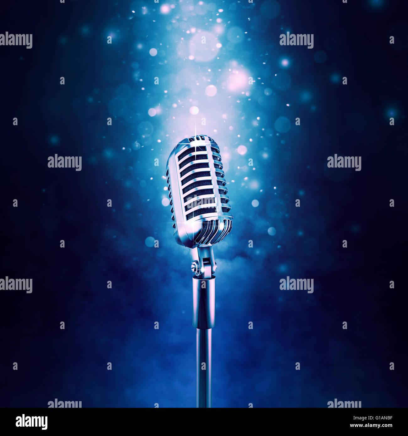Microfono retrò evidenziato / 3D illustrazione di vecchio stile classico microfono sul vivace sfondo bokeh Immagini Stock