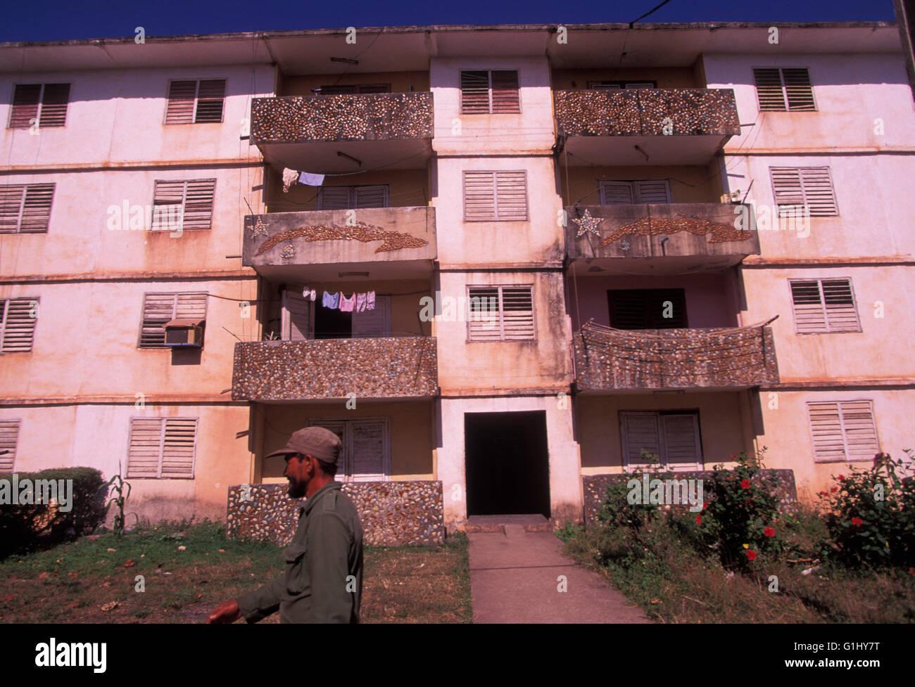 Basso costo alloggiamento economici appartamento edificio sulla Isla de la Juventud off costa continentale di Cuba Immagini Stock