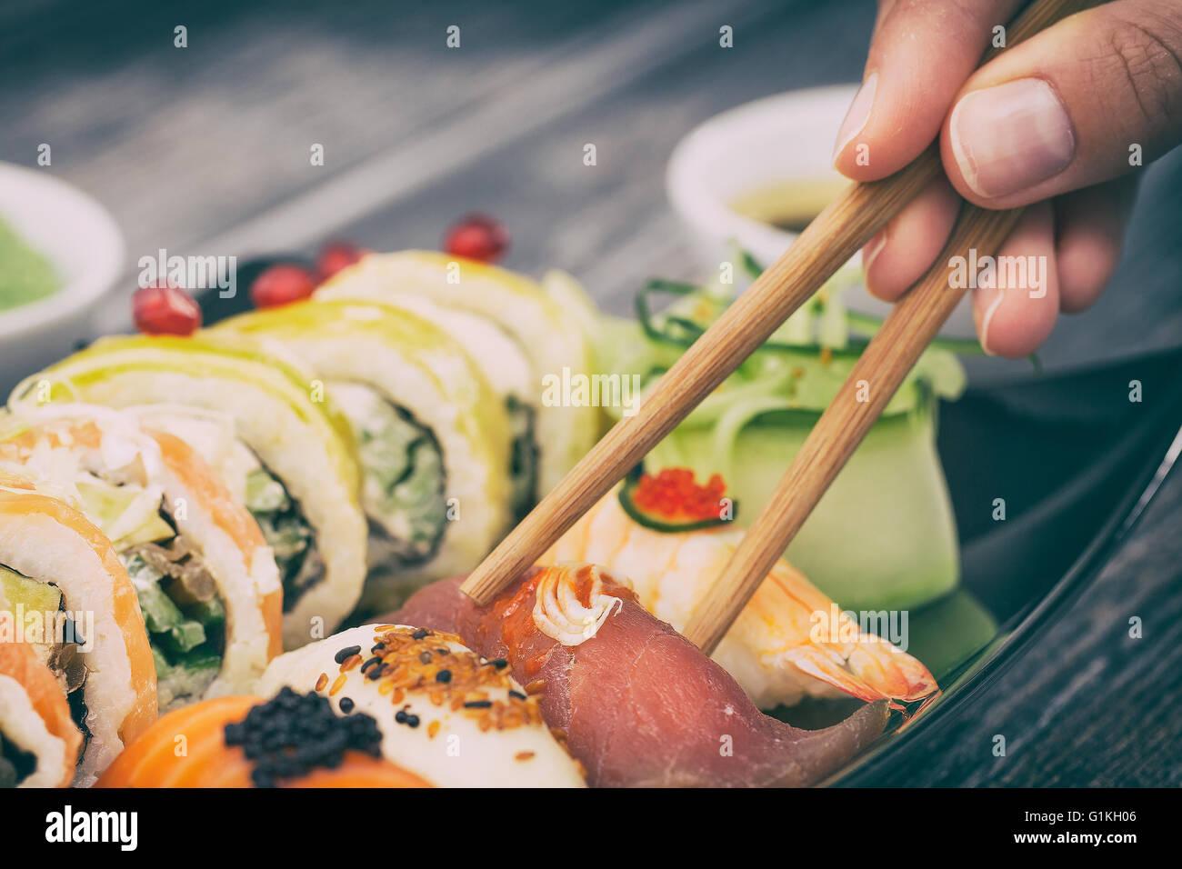 Rotolo di sushi materie makki cibi freschi frutti di mare susi - immagine di stock Immagini Stock