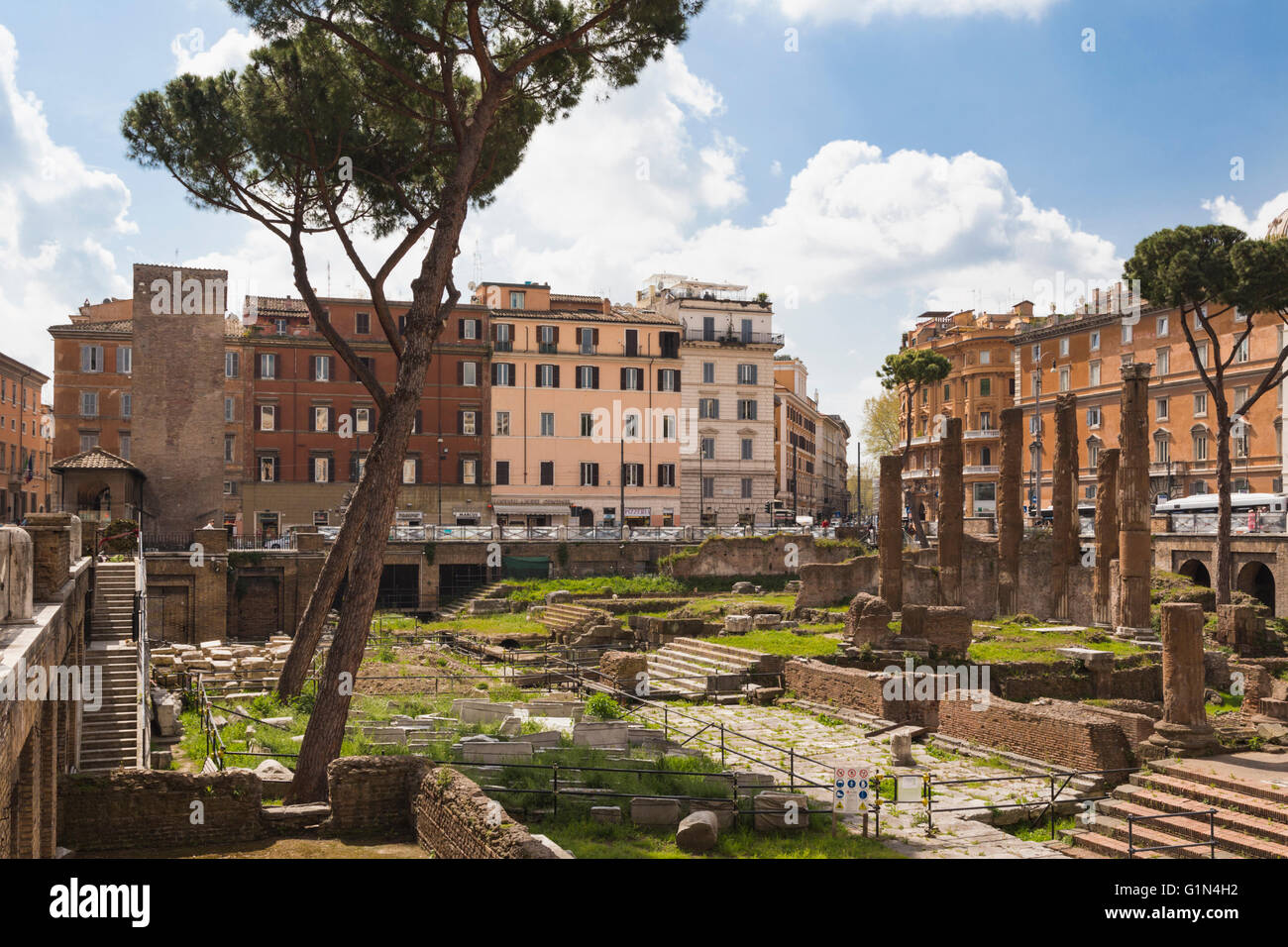 Roma, Italia. Largo di Torre Argentina. Rovine risalenti all'antica Repubblica Romana. Immagini Stock