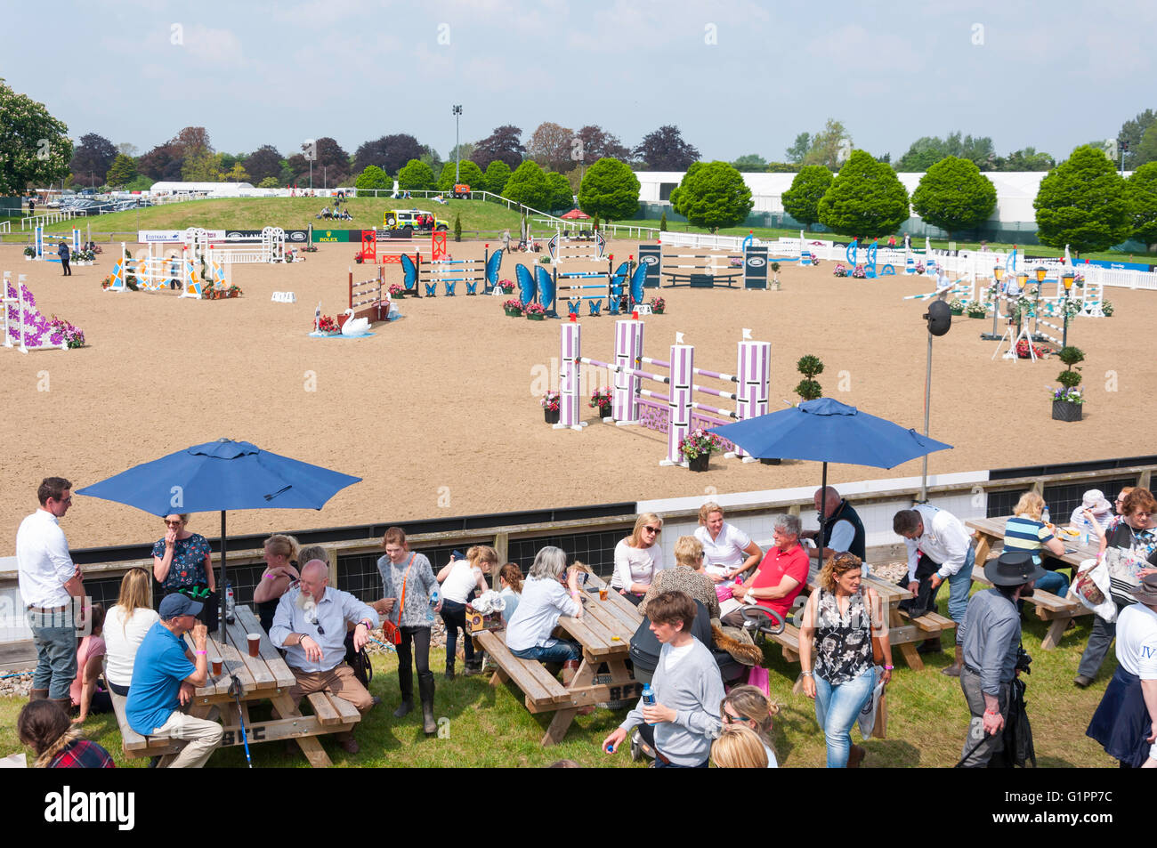 Frogmore Show Jumping Arena presso il Royal Windsor Horse Show, Home Park, Windsor, Berkshire, Inghilterra, Regno Immagini Stock