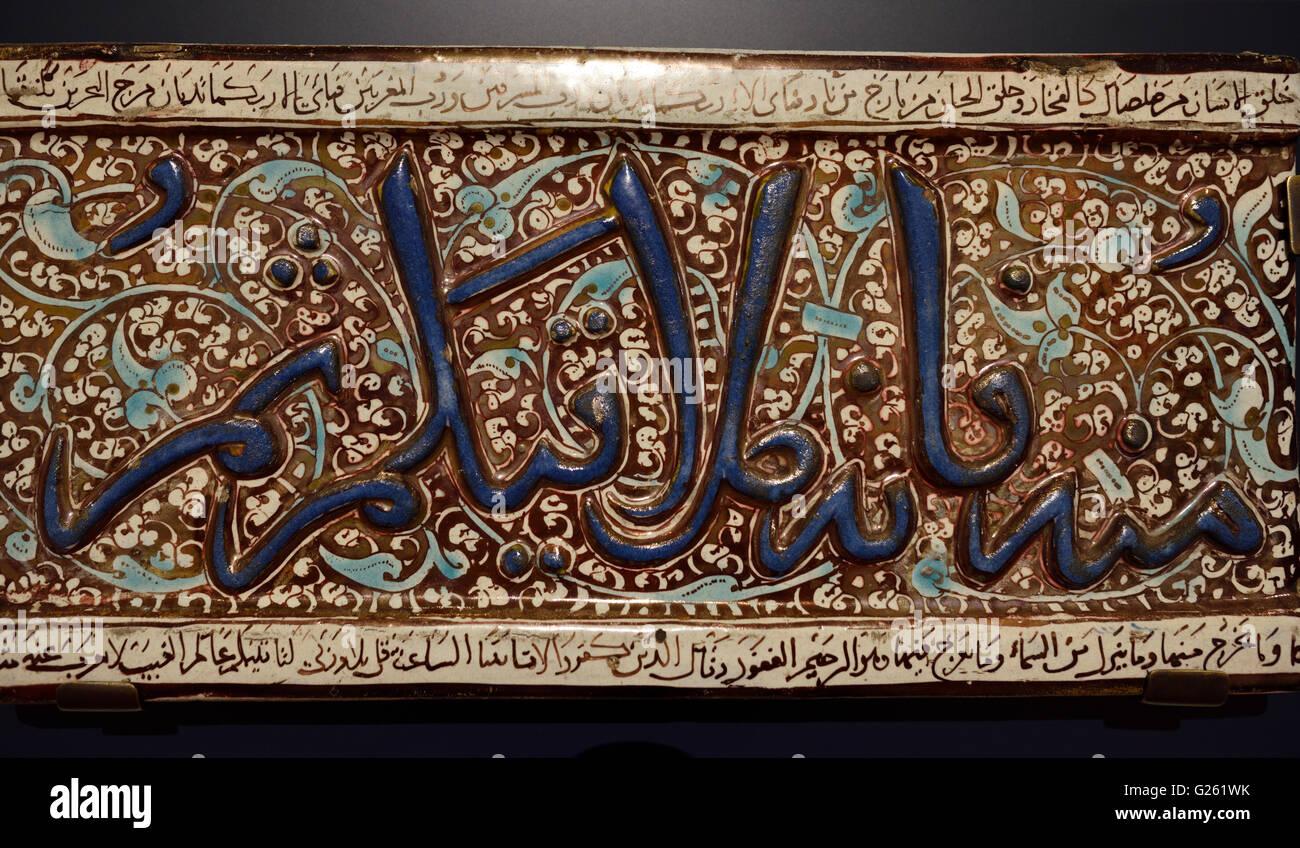 Piastrella da un fregio coranica xiv secolo Kashan Iran Immagini Stock