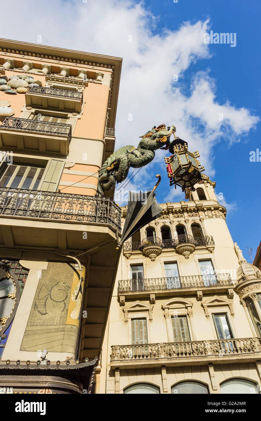 Dragon e ombrello segno , La Rambla di Barcellona, in Catalogna, Spagna Immagini Stock