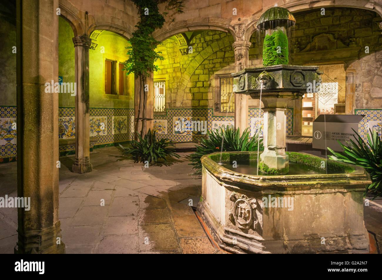 Arxiu Històric de la Ciutat de Barcelona, Archivio Storico della città di Barcellona, il cortile dell'Arcidiacono's Immagini Stock