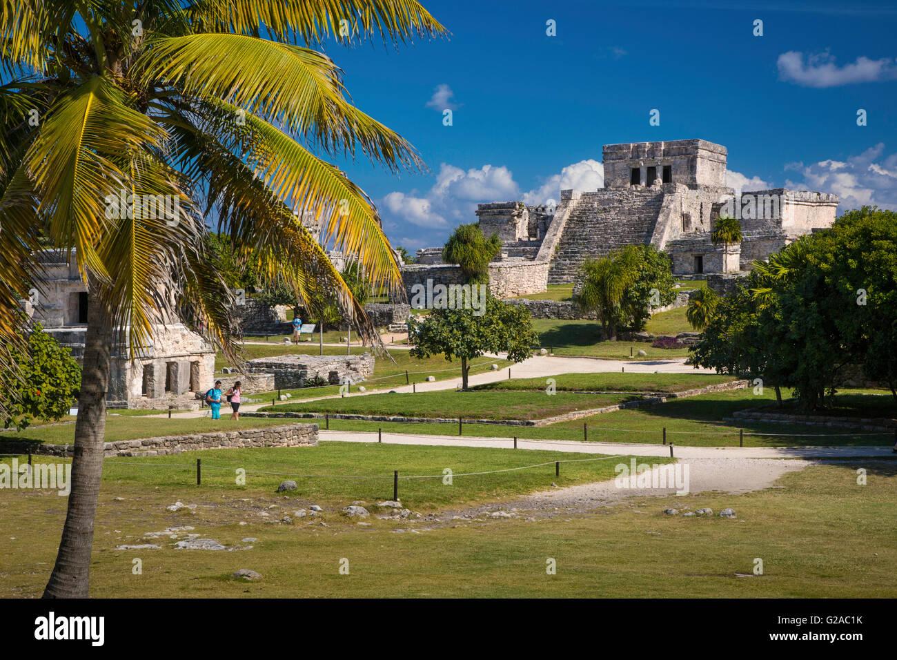 Rovine del tempio Maya motivi a Tulum, Quintana Roo, Yucatan, Messico Immagini Stock