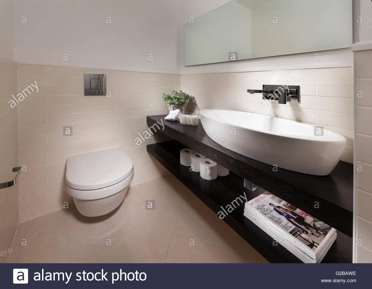 Bagno Legno E Bianco : Bagno moderno con il bianco e il legno caratteristiche foto