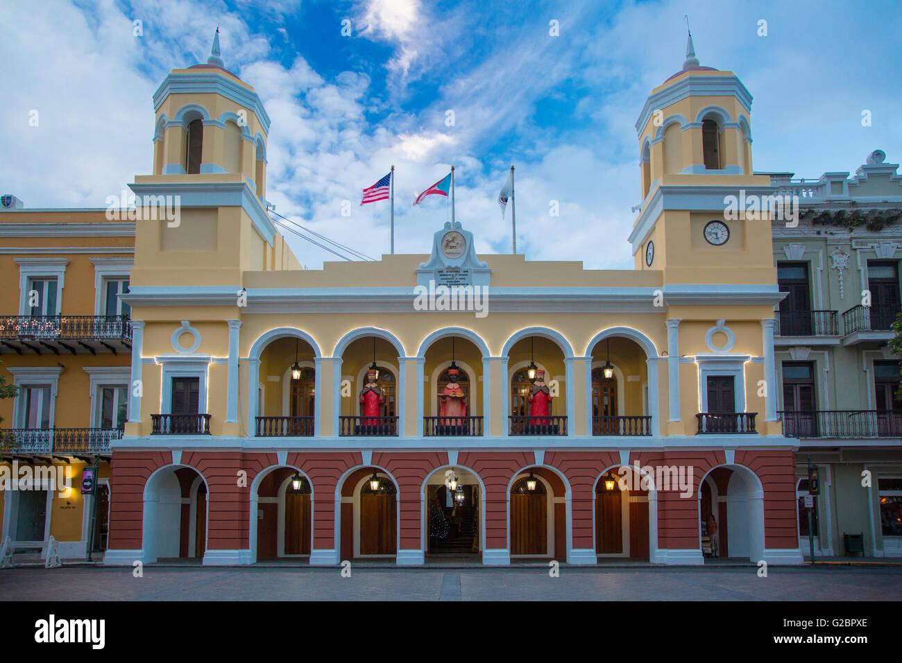 Municipio edificio a Plaza de Armas, San Juan, Puerto Rico Immagini Stock