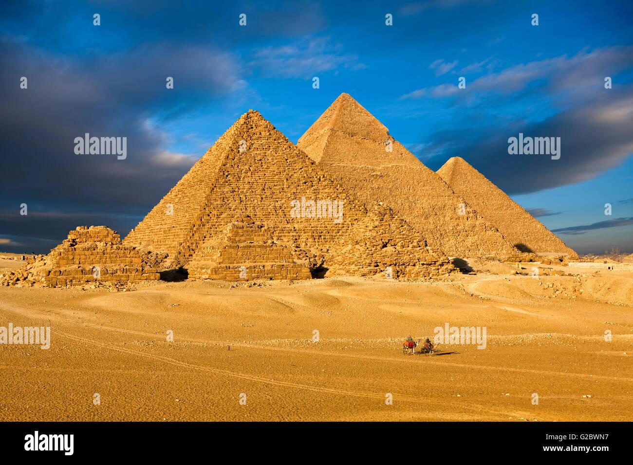 Le piramidi di Giza vicino al Cairo Immagini Stock