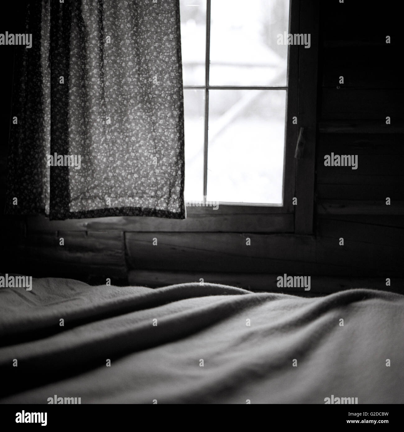 Finestra e tenda per letto Immagini Stock