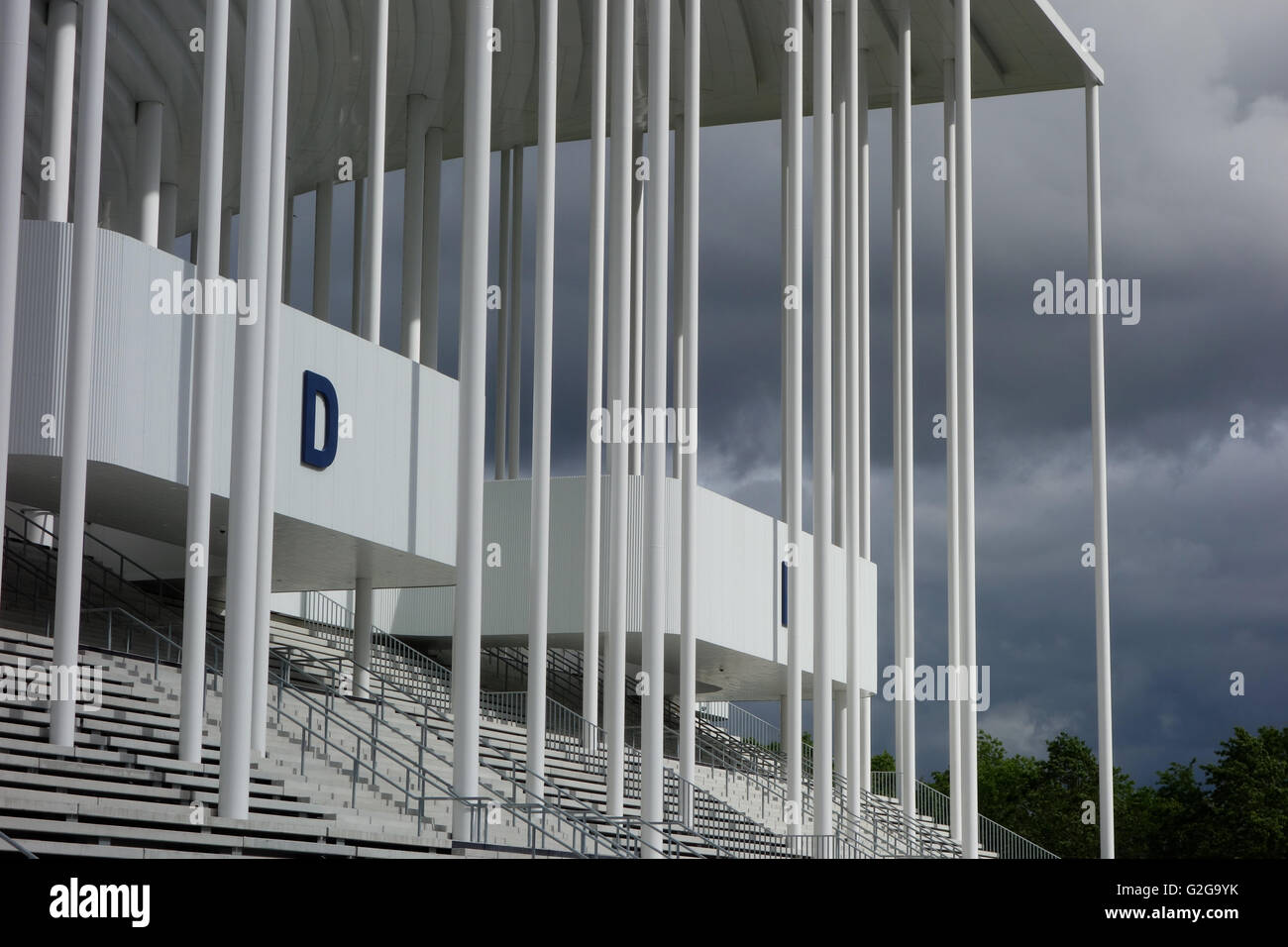 Herzog e de Meuron nuovo Matmut football Stadium Bordeaux Francia 2015 colonne bianche moderno impianto sportivo Immagini Stock