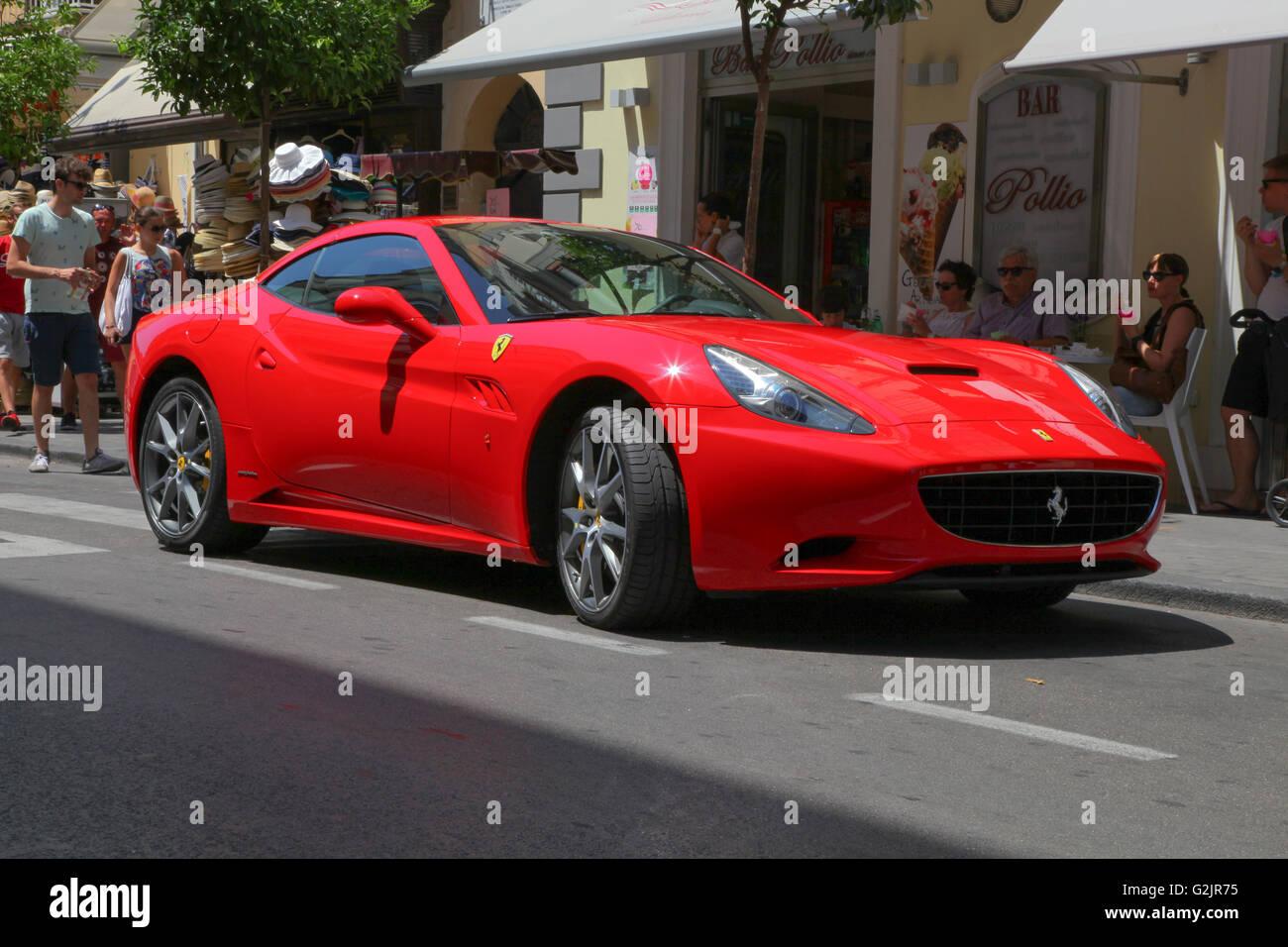 La Ferrari California Hardtop Convertibile Front Mid Montato A