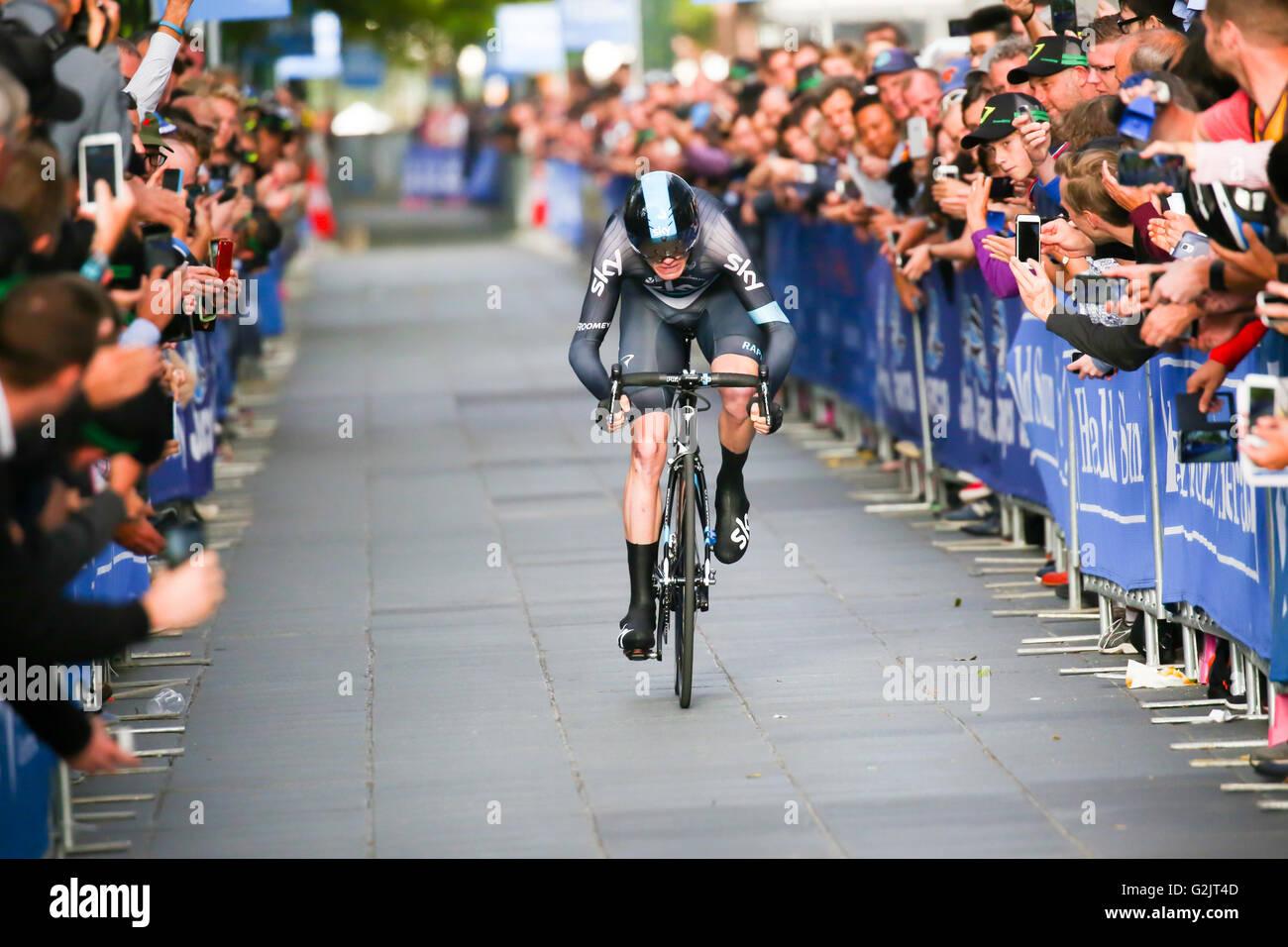 MELBOURNE, Australia - 3 febbraio: Chris Froome sprint alla linea del traguardo sul Prologo scena sul primo giorno Immagini Stock